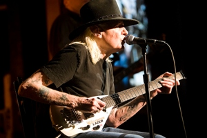 Johnny Winter at B.B. King's in 2010. Photo by Arnie Goodman