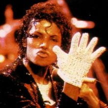 Michael-Jackson-s-Famous-Glove-Auctioned-on-eBay-2