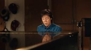 Paul-McCartney-Queenie-Eye