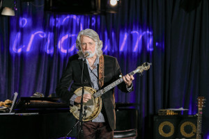 John McEuen at the Iridium. Photo by Nelson Onofre