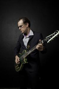 Joe Bonamassa, blues, guitar, Different Shades of Blue