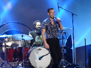 Brandon Flowers performing with the Killer's in 2007