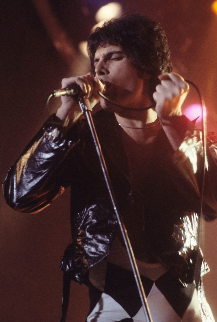 Freddie Mercury performing in New Haven, CT, 1977